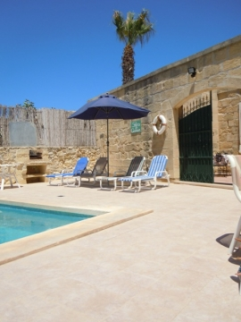 GIDI holiday house pool area with gate to patio
