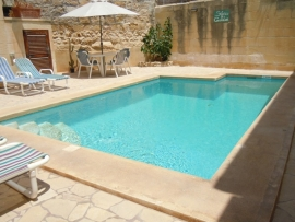 GUMMAR holiday house pool measuring 6 meters by 4 meters