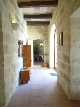 GIDI holiday house entrance hallway
