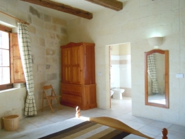 Otherside of CIPRESSA holiday house double bedroom with en suite bathroom