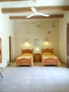 GUMMAR holiday house ground floor twin bedroom with ceiling fan and with en suite bathroom