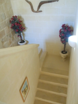 GUMMAR holiday house stairs at half way level