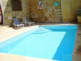 GUNO holiday house pool measuring 7 meters by 3 meters