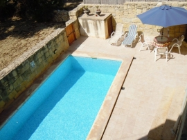 GUNO holiday house swimming pool with sun bathing area